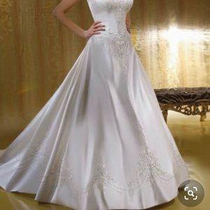 Demetrios wedding dress size 26 new